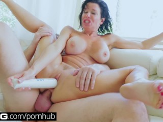 BANGGonzo:Veronica Avluv Face Sitting, Anal Loving Squirting MIlF