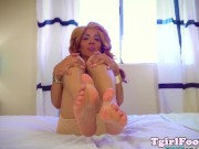 Glam feet fetish trans rubbing her bigfeet