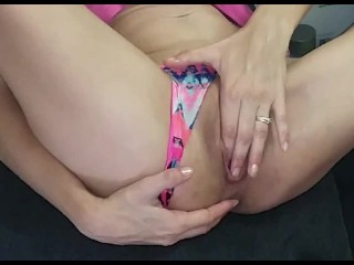 Love having my pussy stretched and spread out