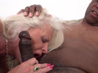 Mature sexual anal screaming wants that big cock in ass pussy deep swallow