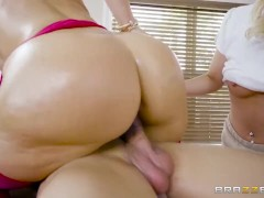 Client Needs More Than A Massage - Brazzers