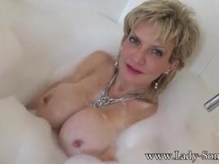 Image Sonia quiere correrse en sus tetas mientras ella toma un baño