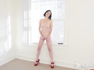 les jambes de beauté milf rita rollins se masturbent