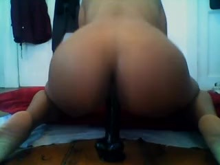 HORNY GIRL LIKES BIG DICKS