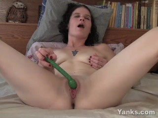 tattooed yanks milf sunshine fucks her toy