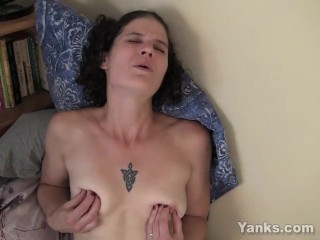 yanks milf sunshine plays with her erect nipples