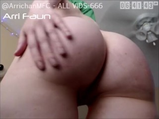 Webcam Legend of Zelda Link Cosplay Girl Jiggles and Spanks Big Round Ass