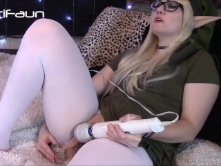 thick legend of zelda cosplay slut fucks herself with big dildo