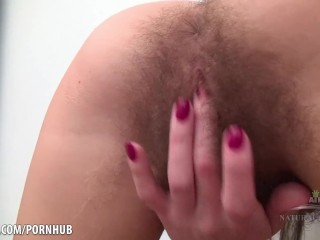 Helen fingers her hairy hole!