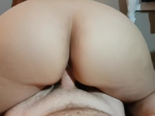 SEXY EYES AMATEUR WITH AMAZING ASS GIVES WARM UP BLOWJOB BEFORE RIDING POV