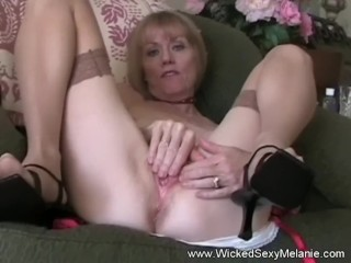Cumdrinking Grandmother Is Amateur Hottie