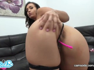 Kelsi Monroe big ass fingering pussy and sucking dildo.