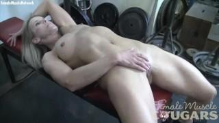 Mature Female Bodybuilder Masturbates in the Gym
