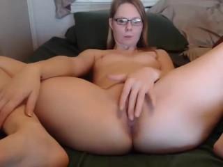 shycollegeslut fingering her pussy on live webcam