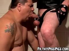 Fat pig Lycan enjoys Shadows splashing cock in his mouth