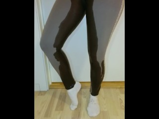 Norwegian desperat pissing in leggings