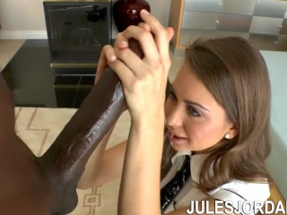 Jules Jordan - Teen Riley Reid Takes On Biggest BBC In The World Mandingo