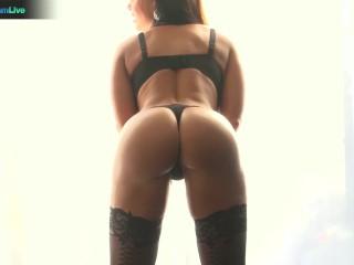 Gorgeous Lisa Ann in stockings always a fan of huge cocks