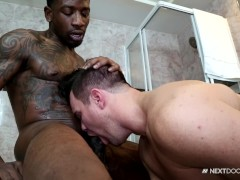 NextDoorEbony Hung Stud Gives it to His White Boyfriend