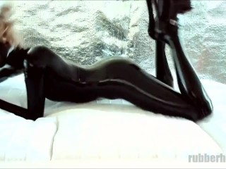 Naughty black latex kitty on webcam: playing on the bed
