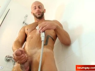 A innocent straight male wank his big cock: aymerick