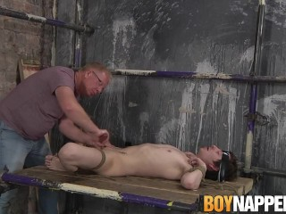 Skinny slave Kit Wilde wants to please master Sebastian Kane