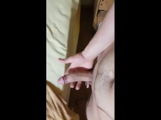Adolescente enseña la polla después de la ducha