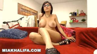 CAMSTER - Big Tits Arab Pornstar Mia Khalifa Interacting With Her Fans