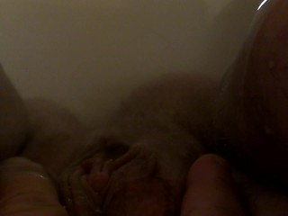 FTM Chub Pushes Out Daddy's Load in Bathtub (Underwater)