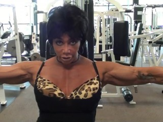 Peck Flys Pro Gym Workout With IFBB Pro FBB Latia Del Riviero