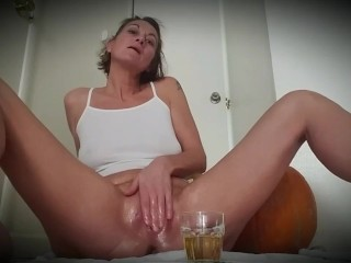 Oiling up my pussy