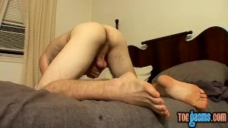 Blond twonk Scottie jerks off his bushy boner to a cumshot