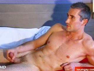 Guiyome Handsome Hetero's big dick to taste in spite of him.