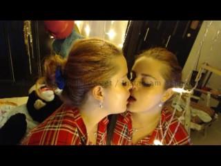 Mirror Kissing Twins