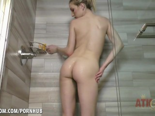 Zoe Parker hot and bothered in the shower