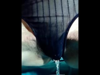 Moglie maiala piscia nelle mutande