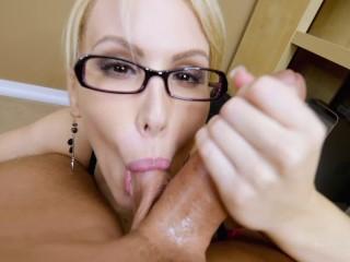Secret Office Slut parte 2 de 2 POV BJ enorme corrida Katie Banks