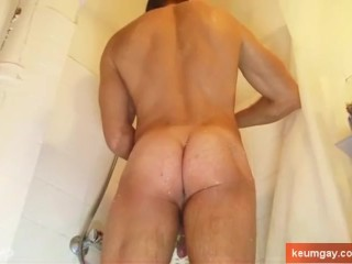 Real handsome sport guy jerking off in a shower ! (huge cock)