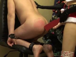 Natale mr Claus strapon cattivo ragazzo e pompino fino a sborrata sulle tet