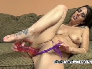 Mature hottie Lavender Rayne makes herself cum with a dildo