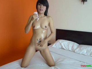 sexy oil show with a slippery pussy before sucking a hard cock