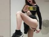 《無修正》【個人撮影】トイレでオナニーをスマホ自撮りする爆乳パイパン素人娘!【世界のオナニー】
