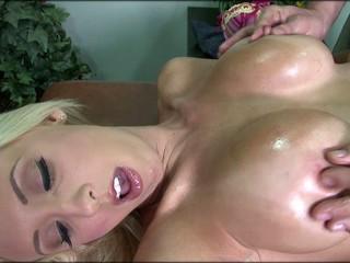 Huge Titted Jessica Lynn Gets Deep Fuck