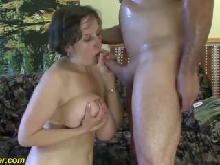 mollige Milf eerste diepe anale seks
