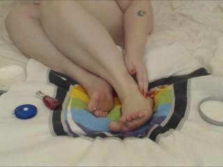 BBW W/ Big feet Pampering - Moisturizing Measuring and painting toenails.