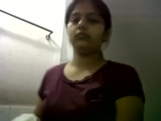 Indian girl show his big boobs and get naked.