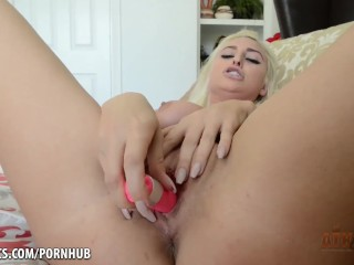 Xandra Sixx is pretty in pink while she masturbates with toy