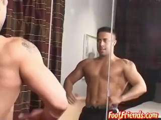 Muscular stud Victor presents his outstanding body and feet