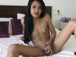 Ladyboy Benz Beating Off