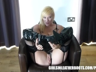 Blonde plays with hard nipples wet pussy in knee high patent leather boots